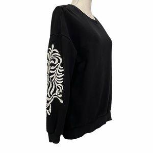 ☘️Forever 21 black embroidered sweatshirt